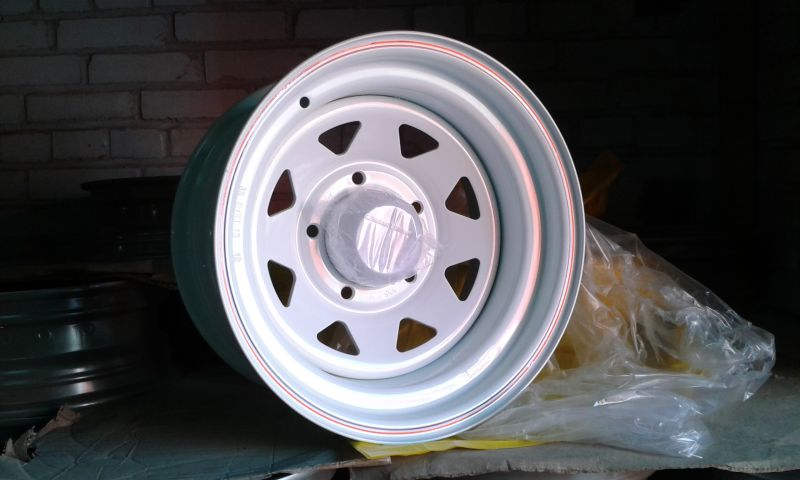 Диск Штамп. R15 5*139.7 -19/110.5 J8 Racing белый с колпаком